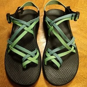 Chacos-reposh-9 wide-damaged